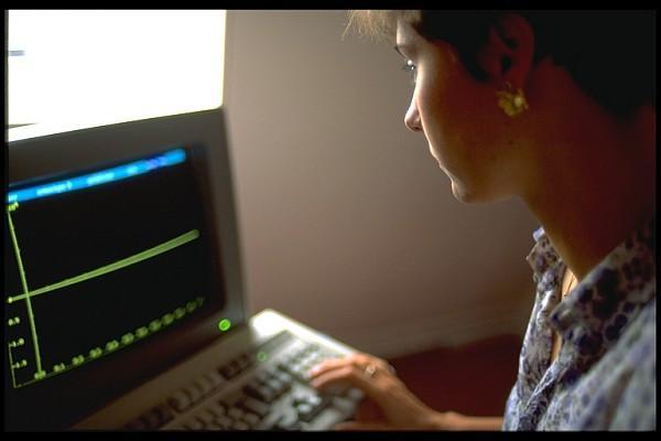 Auditeur devant son ordinateur